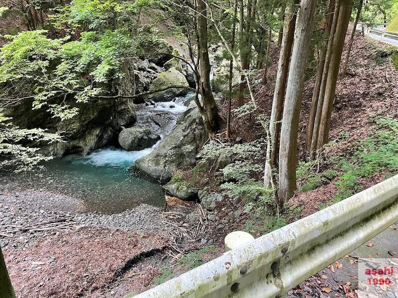 神流川-中ノ沢-釣り-ポイント 大岩